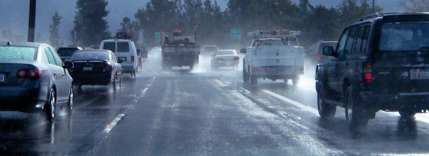 dirigir-dias-chuva-alternativa-brasil-corretora-seguros-cascavel